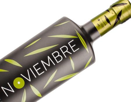 Diseño de botella de aceite oliva virgen extra Noviembre.