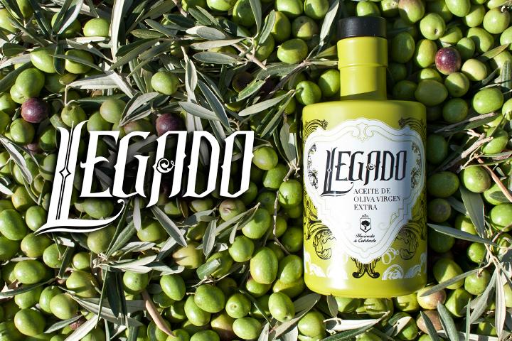 Logotipo de la marca Legado y packaging de botella de aceite de la empresa Hacienda de Colchado.