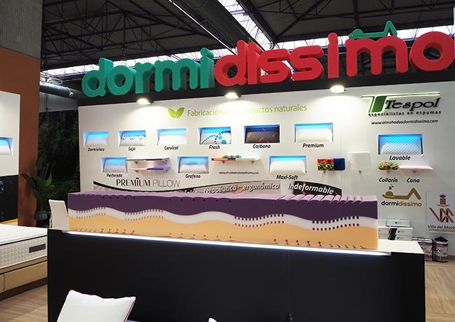 Diseño y montaje stand Dormidissimo. Corpóreo en espuma
