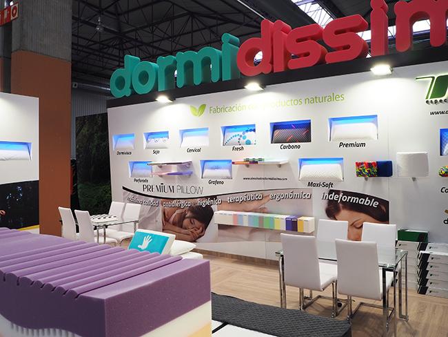Diseño y montaje stand Dormidissimo. Zona expositiva y comercial.