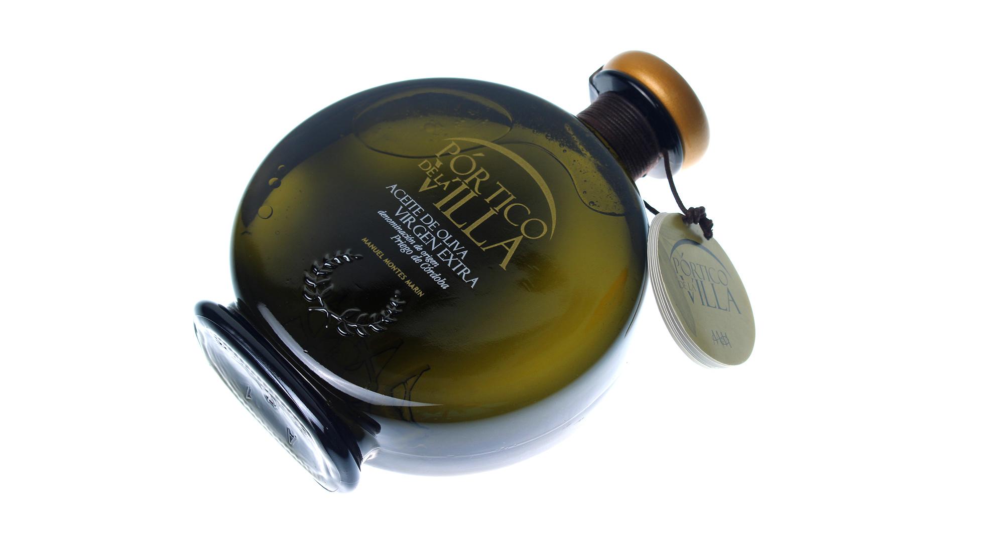 Pintado y serigrafía de envases. Calca serigráfica simil oro y blanco botella aceite portico de la villa