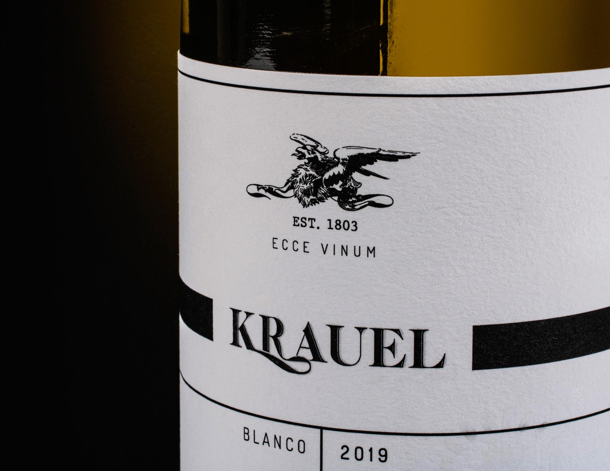 Fylgia diseño de packaging para vino. Diseño de etiqueta vino blanco de Manilva